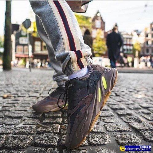 Ассортимент спортивных кроссовок очень широкий.