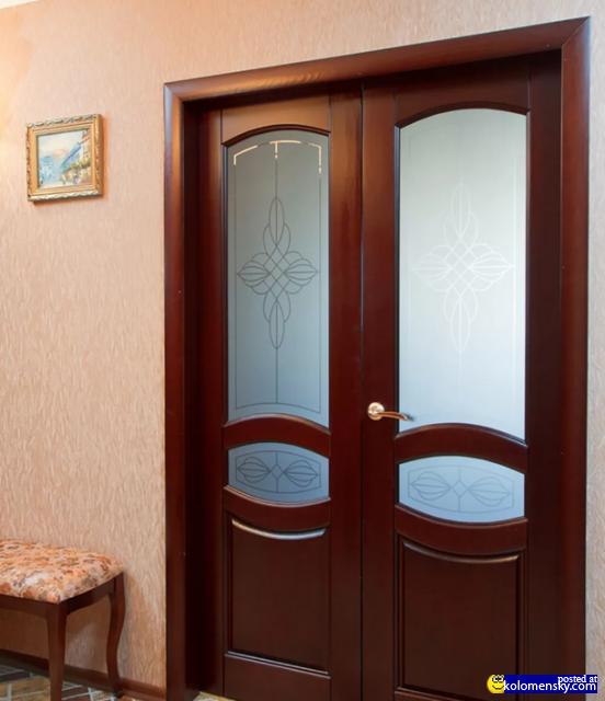 Стеклянная межкомнатная дверь и её особенности